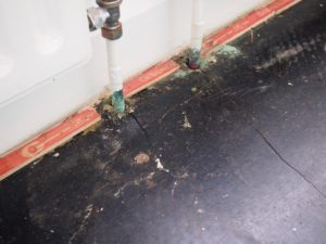 Verdigris to copper radiator pipes and localised cracking