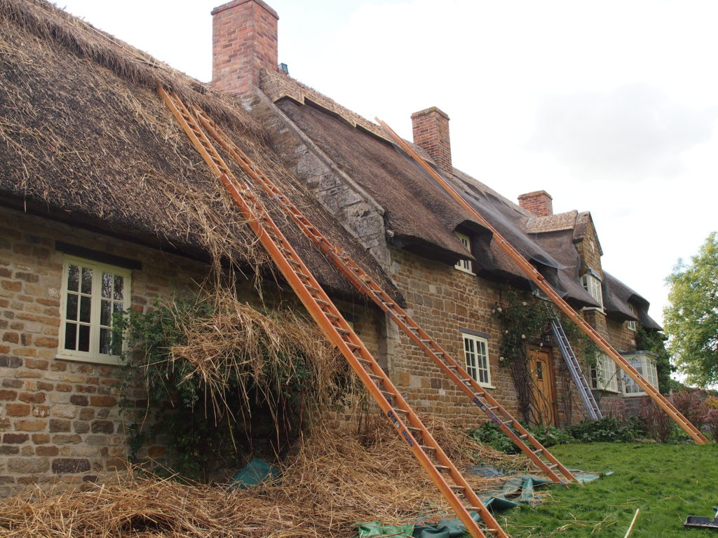 New ridge to thatched roof